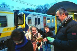 Saint-Valentrain: du chocolat pour les navetteurs! Des navets pour le rail? @ Gare de Boitsfort